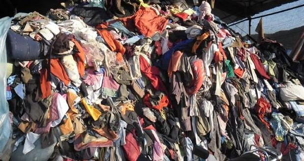 梦见一堆旧衣服