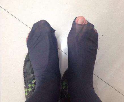 梦见穿错别人的袜子