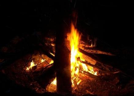 梦见几个灶台在烧火